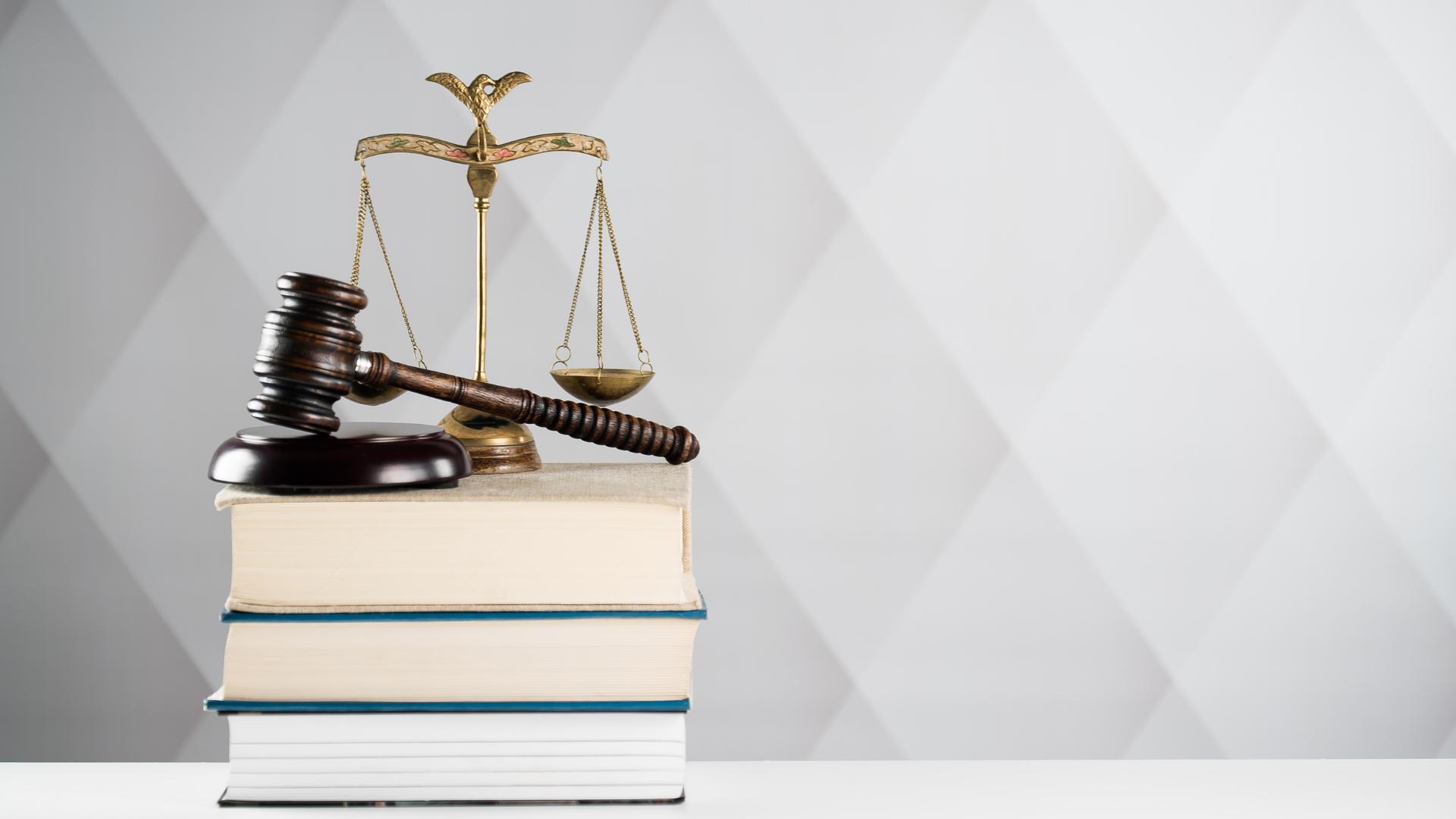 Jewish Custom vs. Jewish Law: What's The Difference?